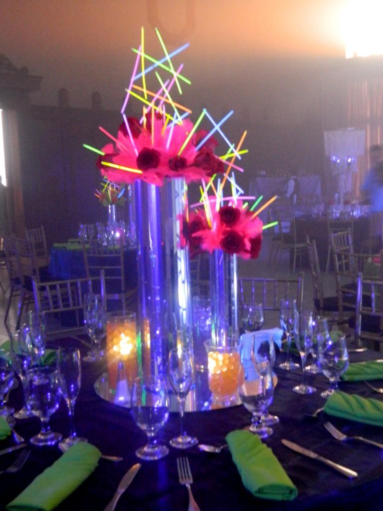 centro de mesa neon fiesta 15 años Guatemala quinceañera